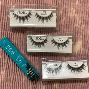 Bundle of eyelashes and deluxe mascara